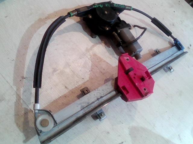 Használt 0130821681 Jobb első ablakemelő szerkezet (elektromos) Alkatrész