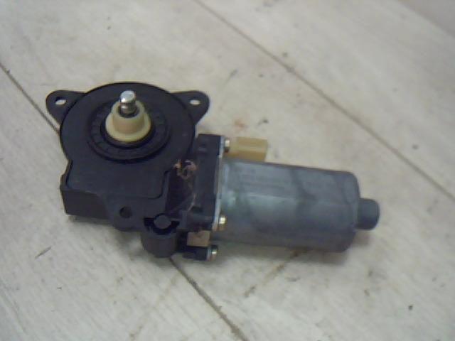 Használt 0130821939 Bal első ablakemelő motor Alkatrész