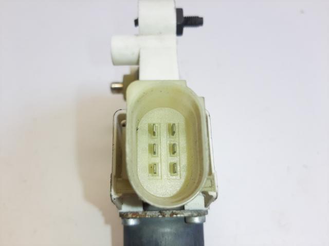 Használt 0130822227 Jobb első ablakemelő motor Alkatrész