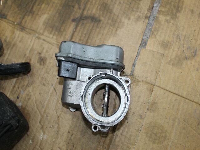Használt 036128063R Fojtószelep / Fojtószelepház (elektromos) Alkatrész