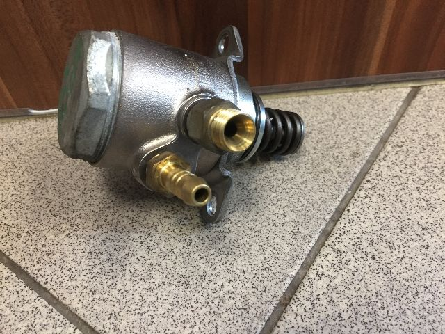 Használt 03C127026D Üzemanyag szivattyú / AC / gázolaj pumpa / Benzinpumpa Alkatrész