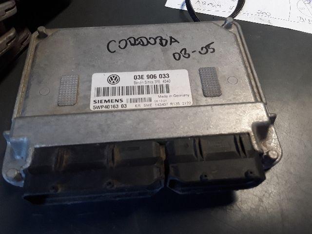 Használt 03E906P33 Motorvezérlő egység / ECU / PCM modul Alkatrész