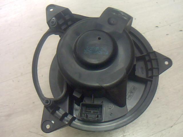 Használt 1736007601 Fűtőmotor / Fűtőventilátor (klímás) Alkatrész