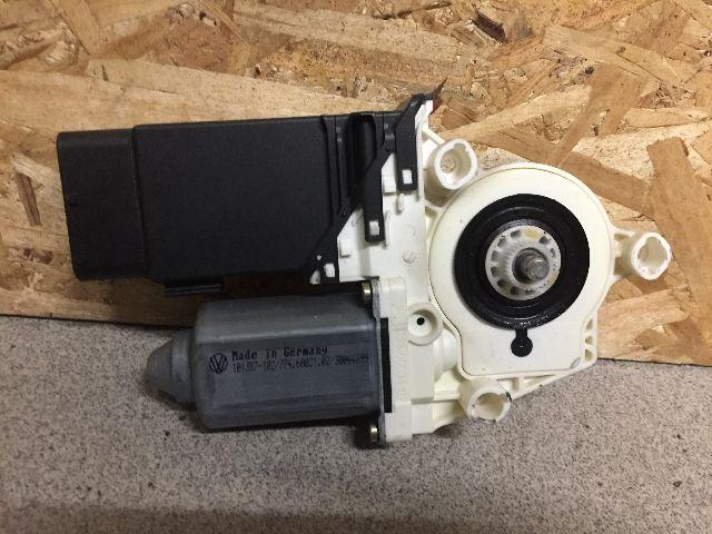 Használt 1C0959801B Ablakmosó szivattyú / motor / pumpa Első Alkatrész