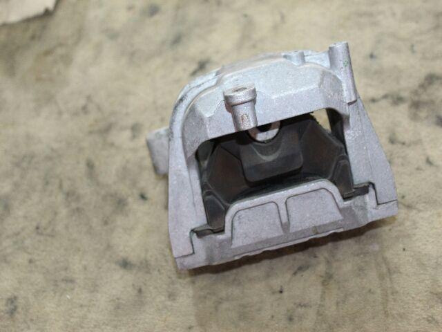 Használt 1K0199262 Motortartó gumibak bal-jobb Alkatrész