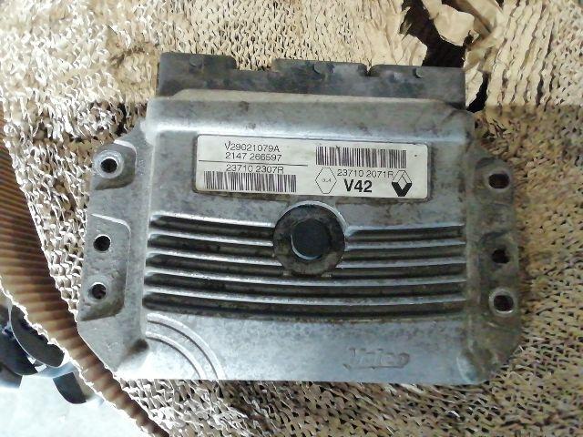 Használt 237102071R Motorvezérlő egység / ECU / PCM modul Alkatrész