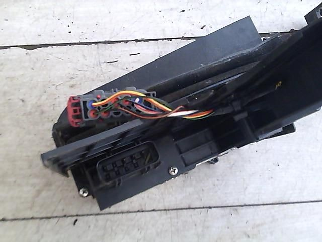 Használt 2S6AA21812EA Jobb első ajtózár / ajtó zárszerkezet Alkatrész