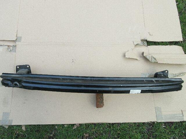 Használt 3AA807305 Lökhárító merevítő / tartó / vas hátsó Alkatrész