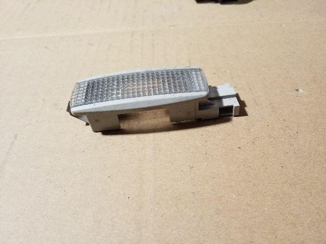 Használt 3B0947109 Beltér / utastér világítás első Alkatrész