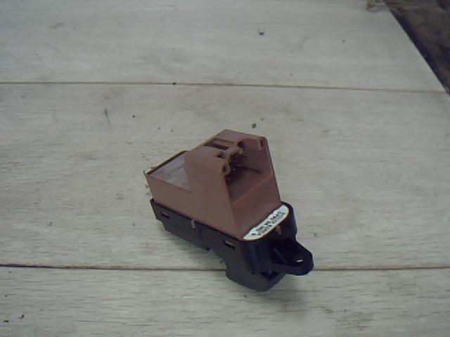 Használt 5171T3 Jobb hátsó ablakemelő kapcsoló Alkatrész