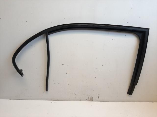 Használt 5JA839432 Jobb hátsó ablakvezető gumi Alkatrész