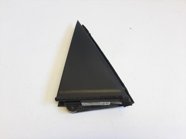 Használt 6748802070 Bal hátsó hátsó ajtókeret borítás Alkatrész