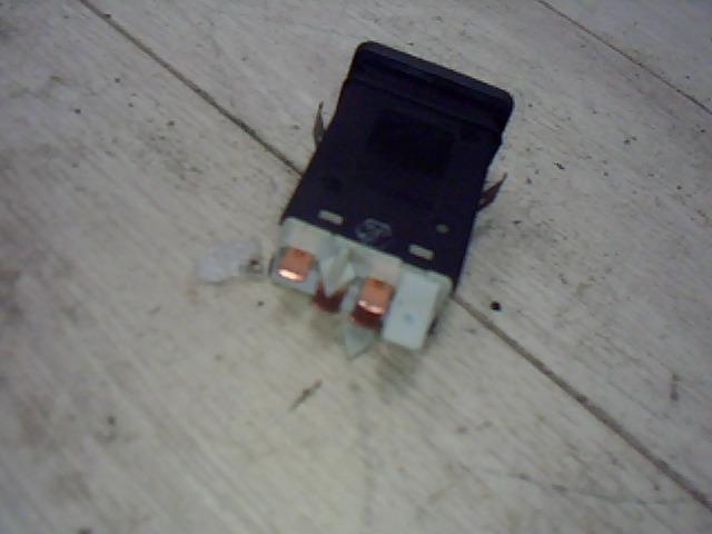 Használt 6N0959621B Vészvillogó kapcsoló / elakadásjelző kapcsoló Alkatrész