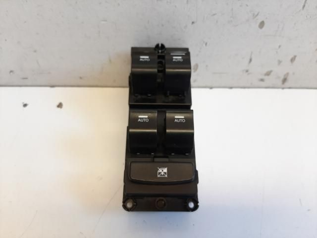 Használt 935703Z550 Bal első ablakemelő kapcsoló Alkatrész