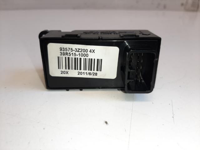 Használt 935753Z200 Jobb első ablakemelő kapcsoló Alkatrész