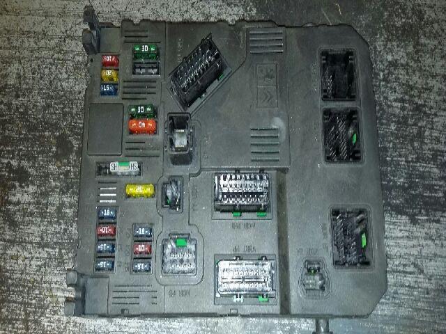Használt 9648715380 Biztosítéktábla / BCM / BSI / BSM / SAM / GEM modul Utastér Alkatrész