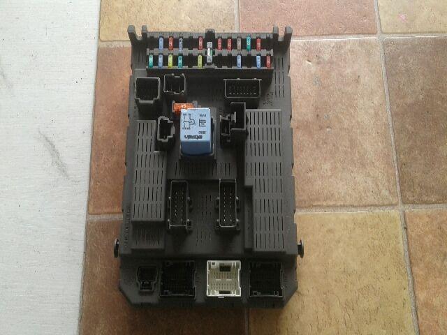 Használt 9651938180 Biztosítéktábla / BCM / BSI / BSM / SAM / GEM modul Utastér Alkatrész