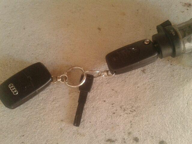 Használt AUDI A4 B6 Távirányító kulcsbetét Alkatrész
