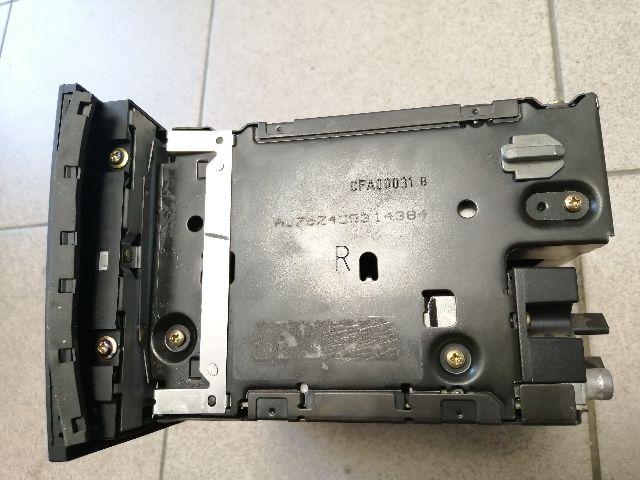 Használt AUDI A4 B8 Autórádió / CD fejegység / Hifi audio / Kezelőegység Alkatrész