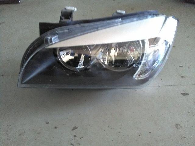 Bontott BMW X1 (E84) sDrive 18 d Bal fényszóró / első lámpa Alkatrész