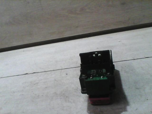 Használt CA0666350 Ablakemelő kapcsoló Négyes Alkatrész