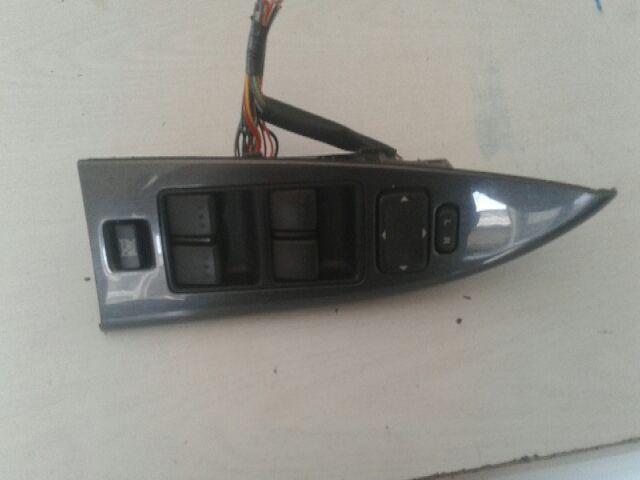 Használt GP9A66350 Bal első ablakemelő kapcsoló Alkatrész