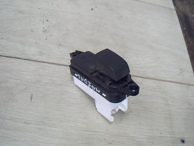 Használt gp9f66380 Bal hátsó ablakemelő kapcsoló Alkatrész