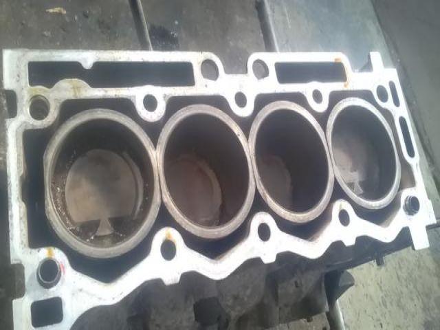 Használt PSAKFU10FE010146 Motorblokk (fűzött blokk hengerfej nélkül) Alkatrész