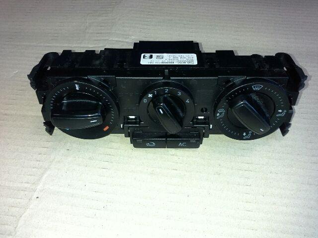 Használt SEAT TOLEDO 1.6 TDI Fűtés / Hűtés kapcsoló modul / Klíma vezérlő panel Alkatrész