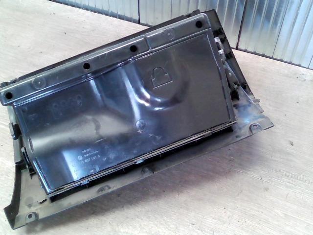 bontott VW GOLF IV Kesztyűtartó