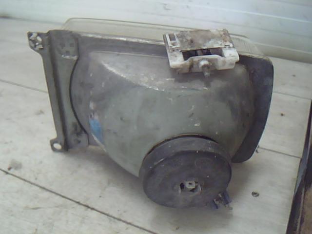 Használt VW PASSAT B2 1.8 Jobb fényszóró / első lámpa Alkatrész